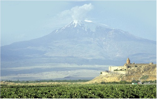 Mt_Ararat_and_Khor_Virap_Monastery